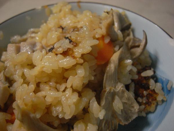 秋の香りがたまらないヒラタケどっさりの炊き込みご飯